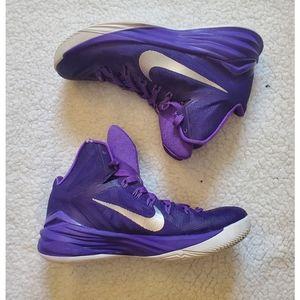 Nike Women's Basketball Shoes Size 7 in Purple
